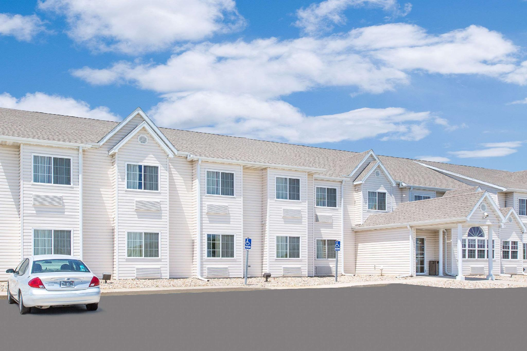 Microtel Inn And Suites By Wyndham Colfax Newton