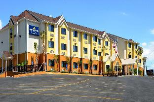 Фото отеля Microtel Inn & Suites by Wyndham New Braunfels