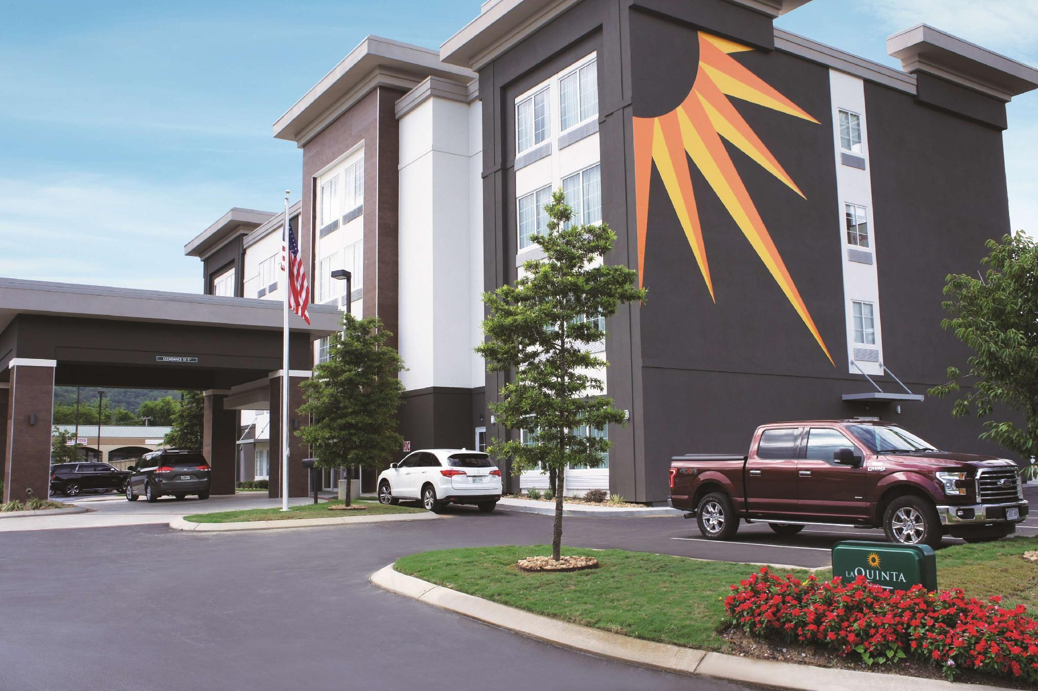 La Quinta Inn And Suites By Wyndham Chattanooga   Lookout Mtn