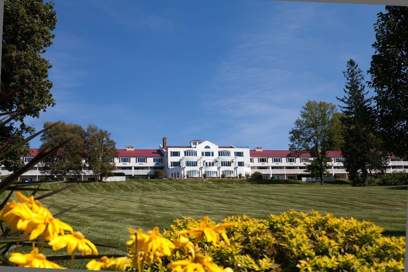 Red Jacket Mountain View Hotel