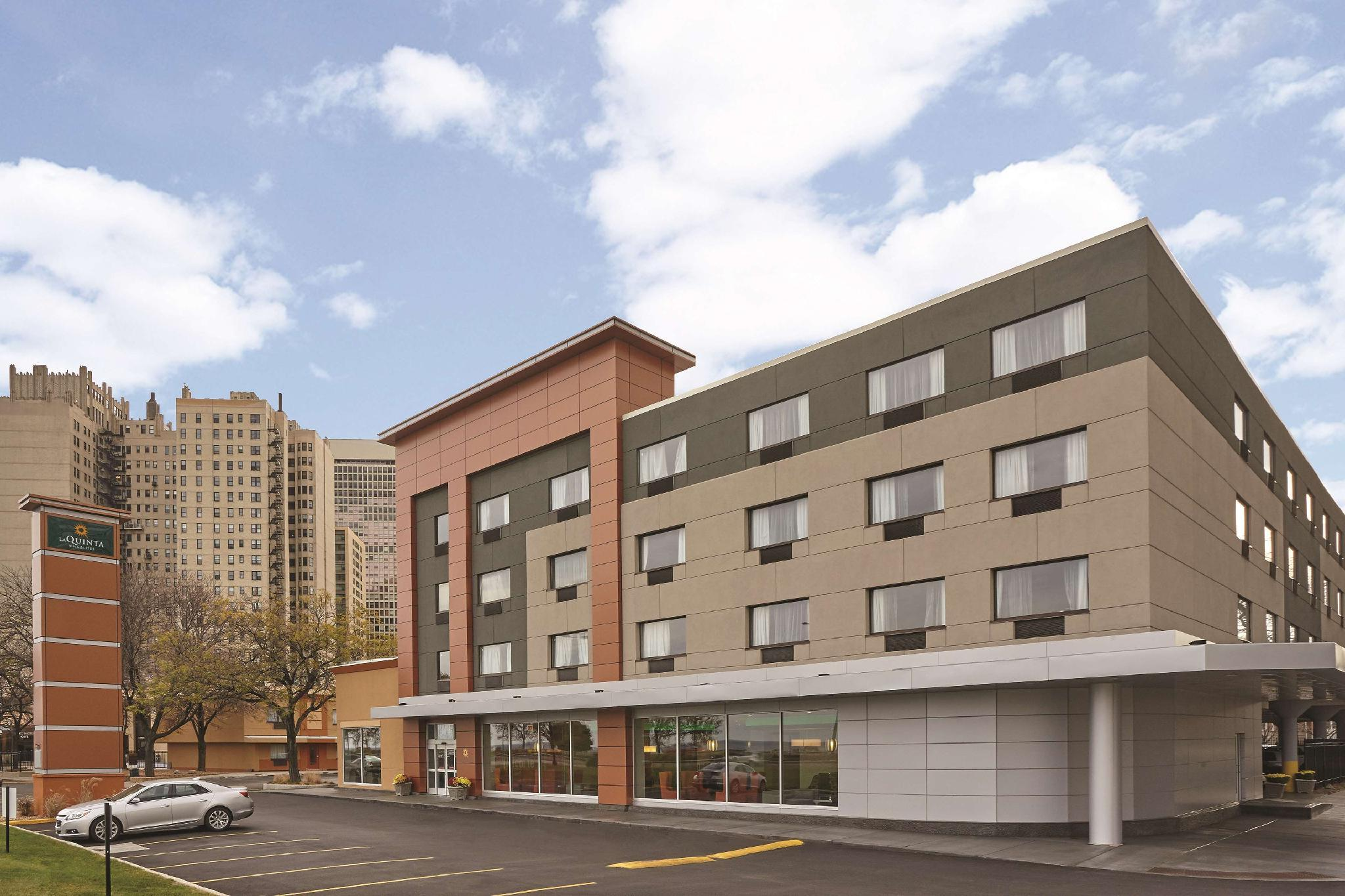 La Quinta Inn And Suites By Wyndham Chicago   Lake Shore