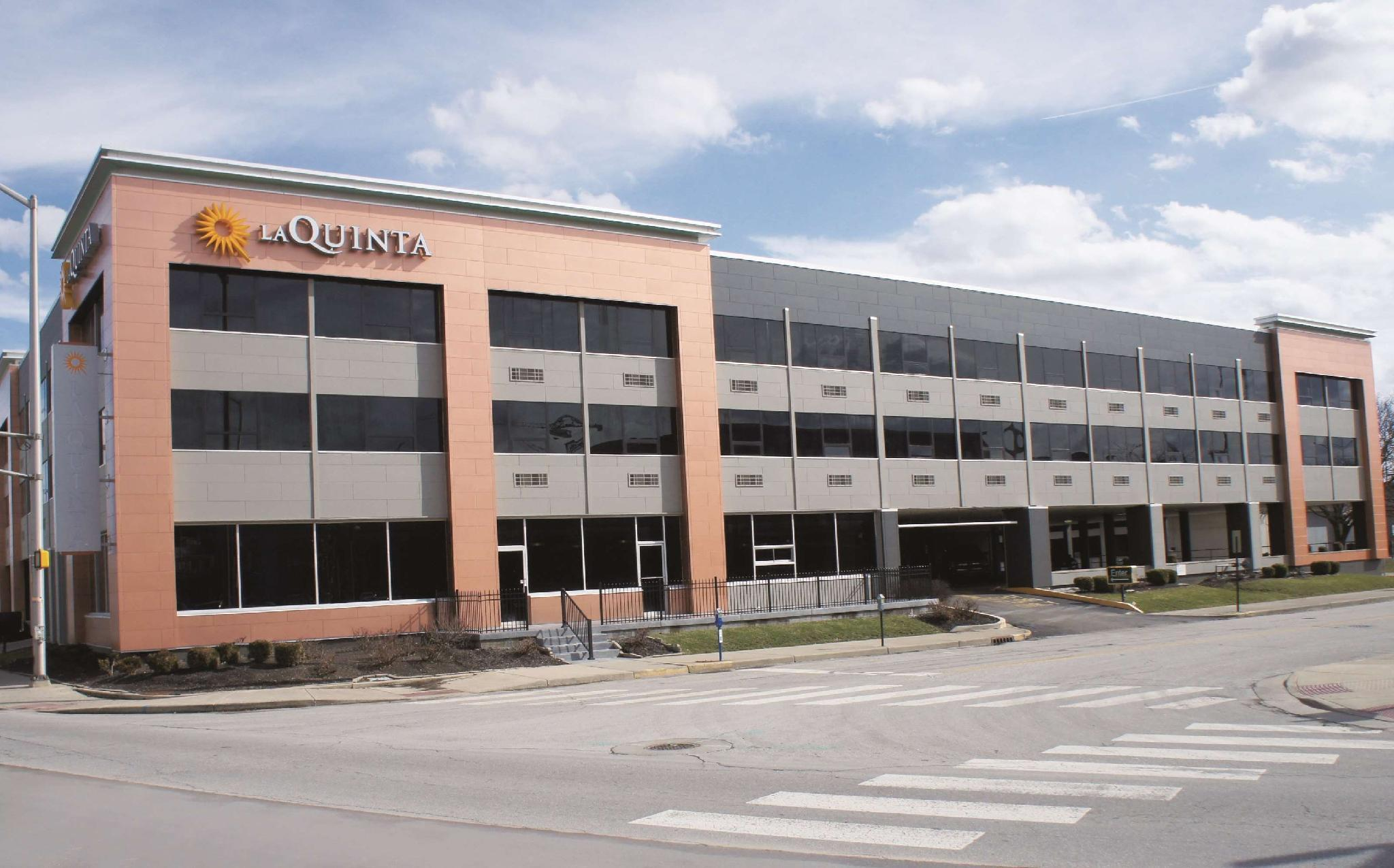 La Quinta Inn And Suites By Wyndham Indianapolis Downtown