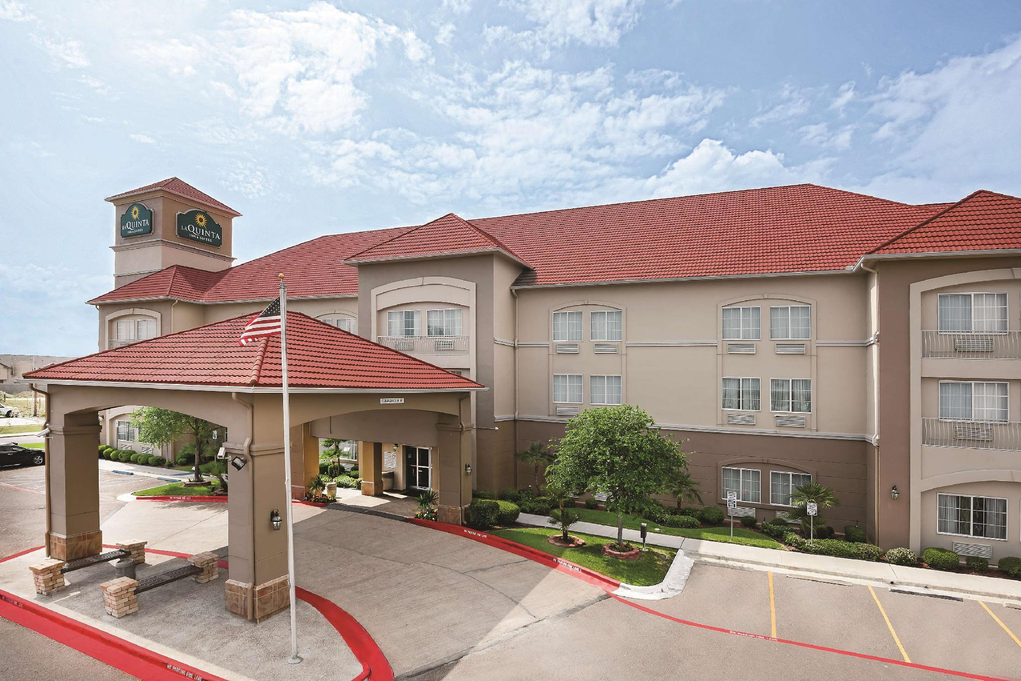 La Quinta Inn And Suites By Wyndham Laredo Airport