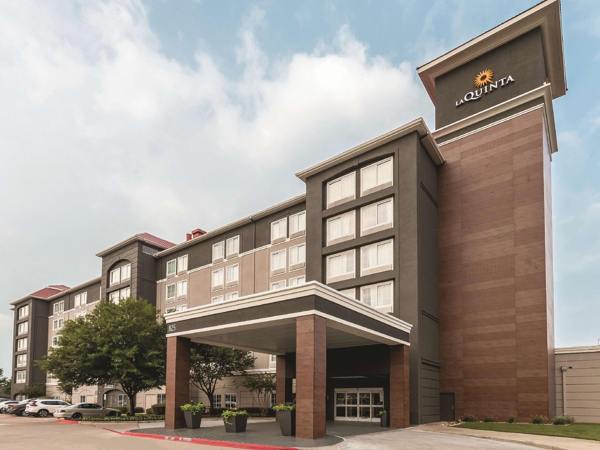 La Quinta Inn And Suites By Wyndham Arlington North 6 Flags Dr