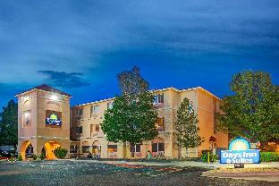 Фото отеля Days Inn & Suites by Wyndham Airport Albuquerque