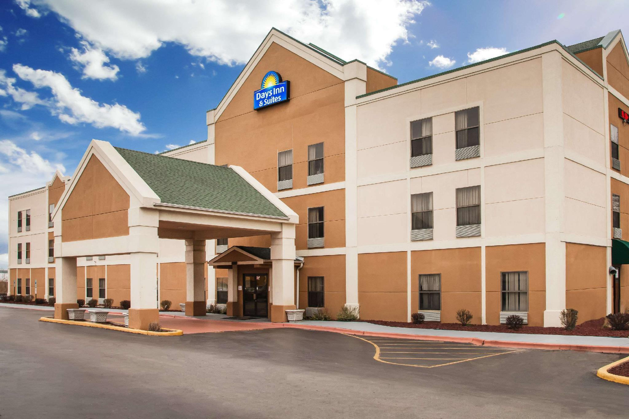 Days Inn And Suites By Wyndham Harvey   Chicago Southland