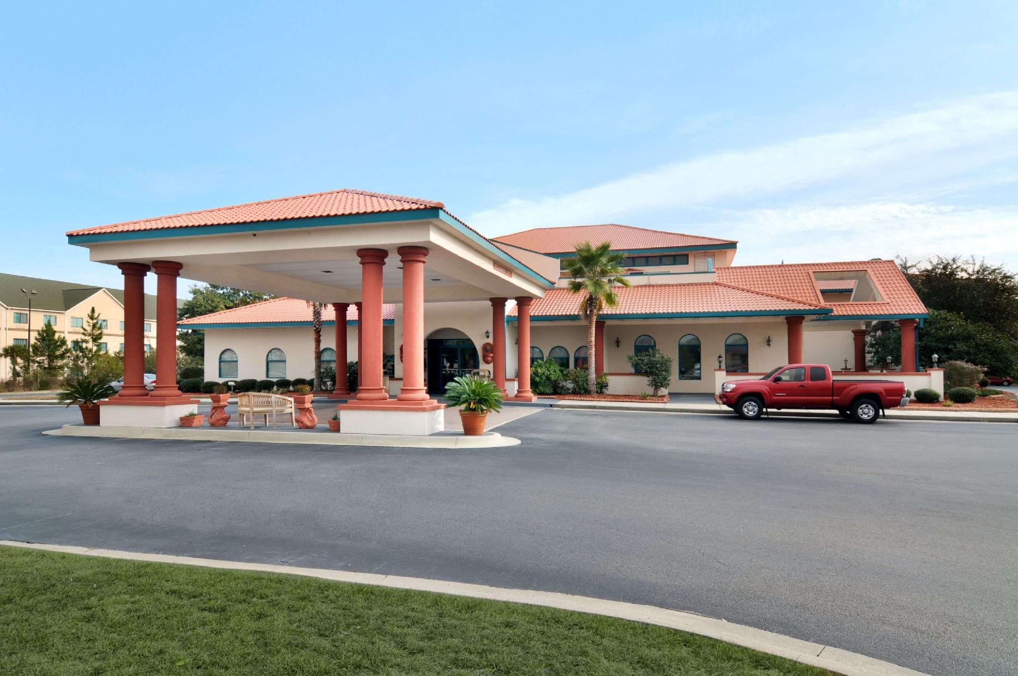 Days Inn And Suites By Wyndham Savannah Gateway I 95 And 204