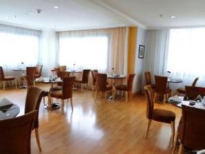 Corniche Suites Hotel