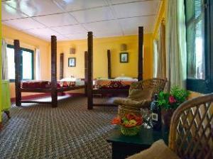 玛鲁里然保护区洛奇酒店 (Maruni Sanctuary Lodge)