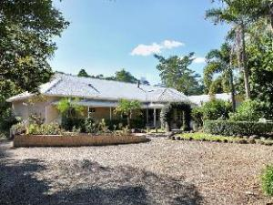Noosa Valley Manor Luxury B&B