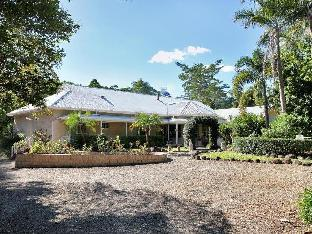 Noosa Valley Manor Luxury B&B