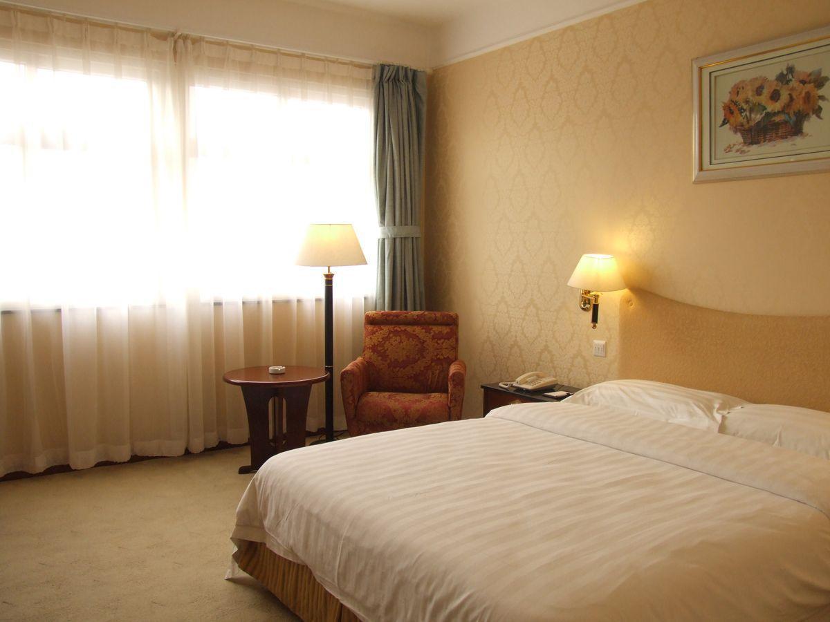Review Qingdao Eastern Light International Hotel