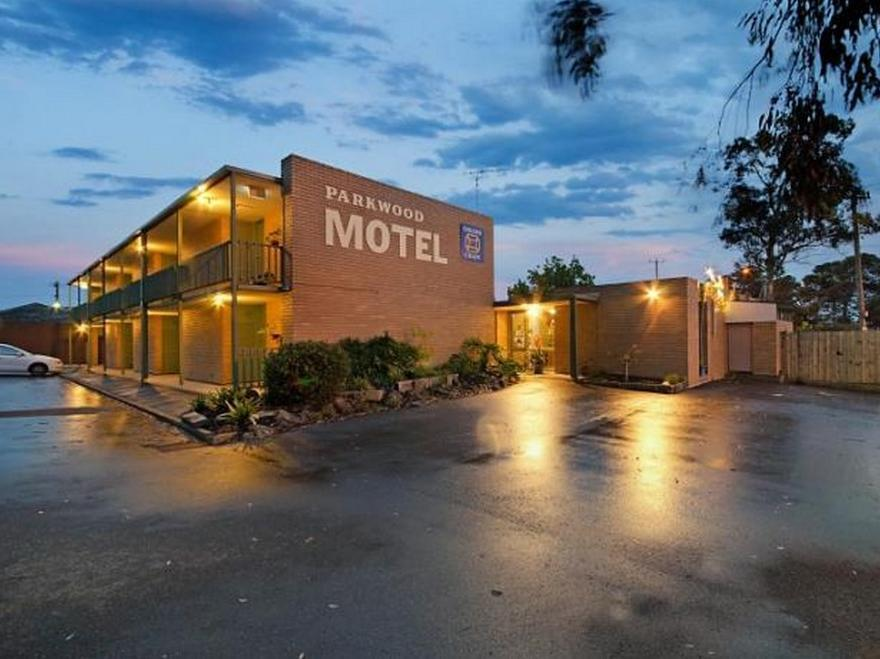 Parkwood Motel And Apartments