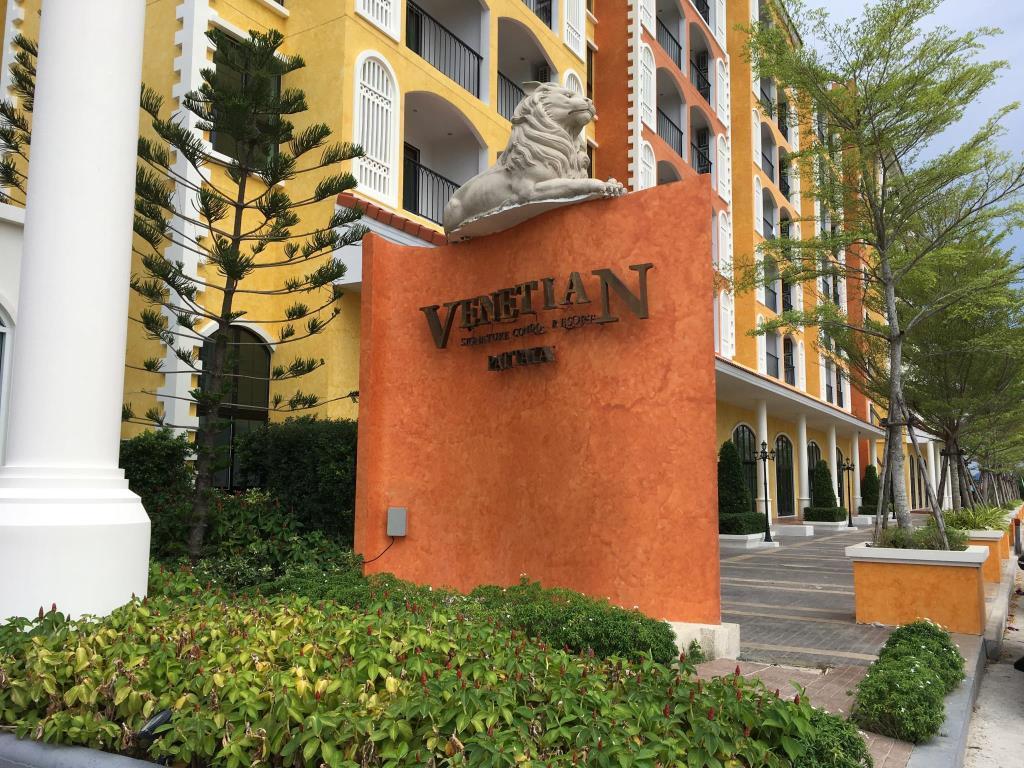 Pool Access @Venetian Signature Pattaya  C110