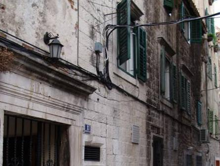 Diocletian Apartments And Rooms