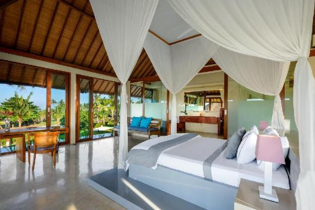 6 Bedroom Absolute Beachfront Villa