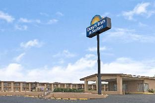 Фото отеля Days Inn & Suites by Wyndham Santa Rosa