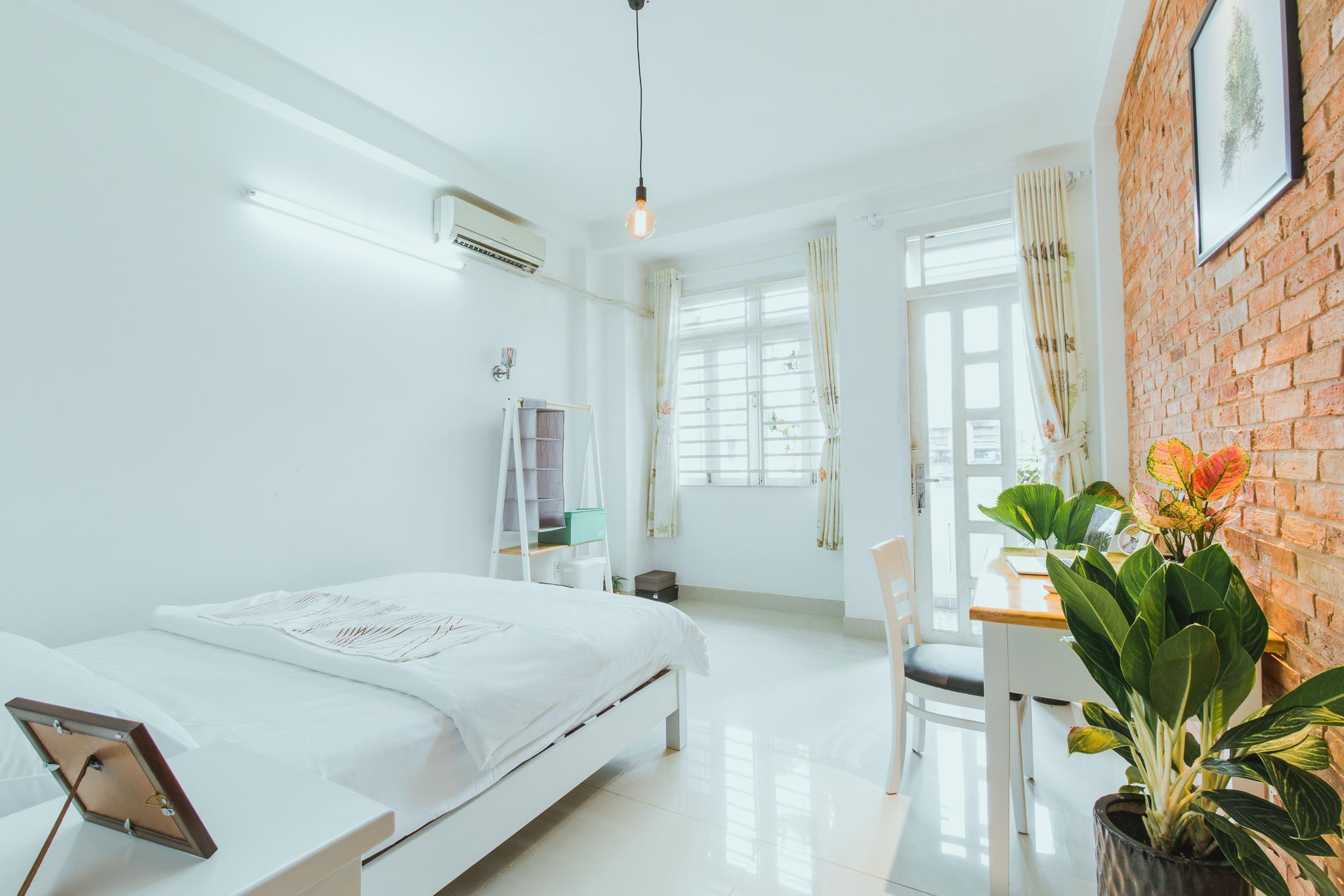 Urban House Saigon 2 Deluxe Room With Balcony 3