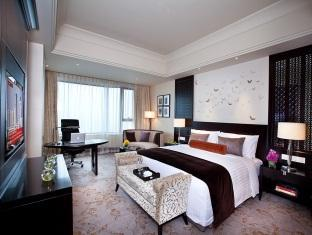 1 King Bed Club Deluxe Suite