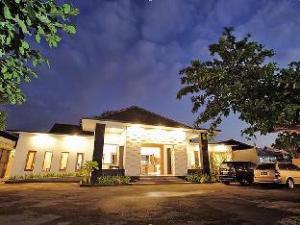 โรงแรมกิริลอมบ็อค (Giri Hotel Lombok)