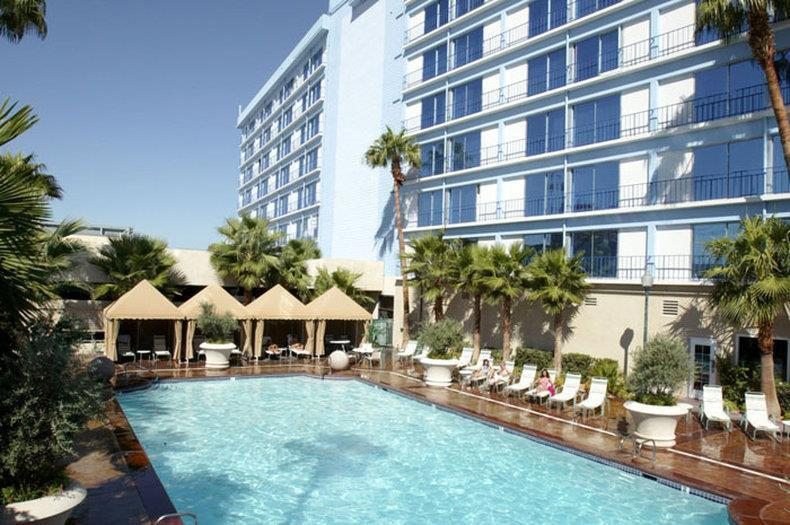ROYAL VACATIONS SUITES