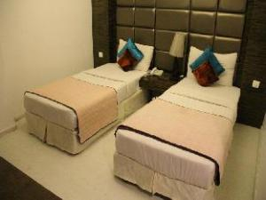 FabHotel Twin Tree Naraina