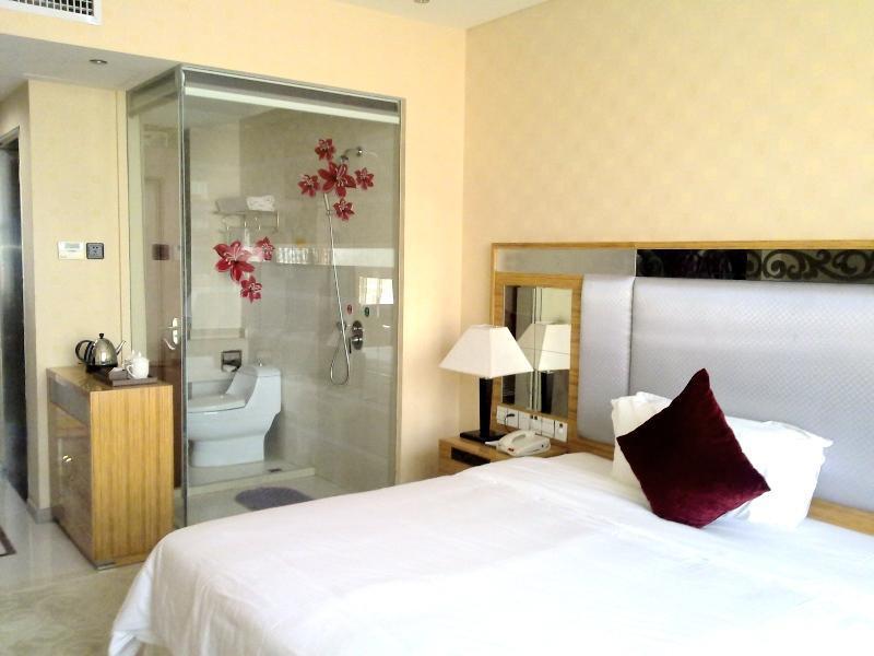 Reviews Vienna Hotel Pinghu Plaza Branch