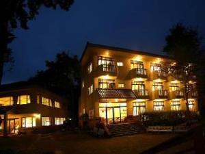 ฮูชาน ฮอทสปริง โฮเต็ล (Hu Shan Hot Spring Hotel)
