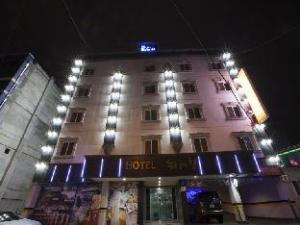 Goodstay World Hotel. (Goodstay World Hotel.)
