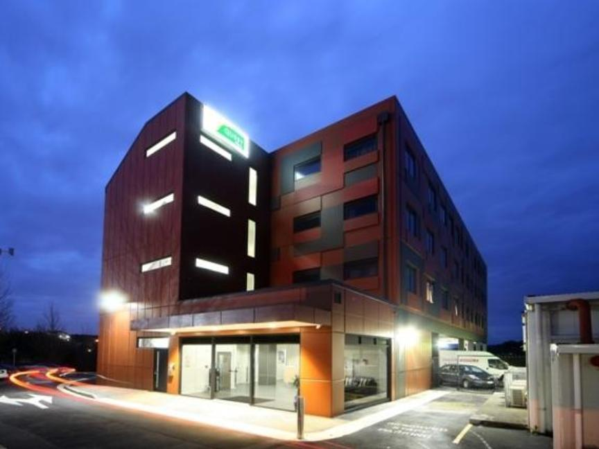 Quest Albany Hotel