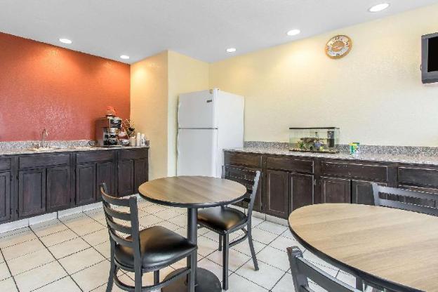 Rodeway Inn & Suites Oklahoma City I-40
