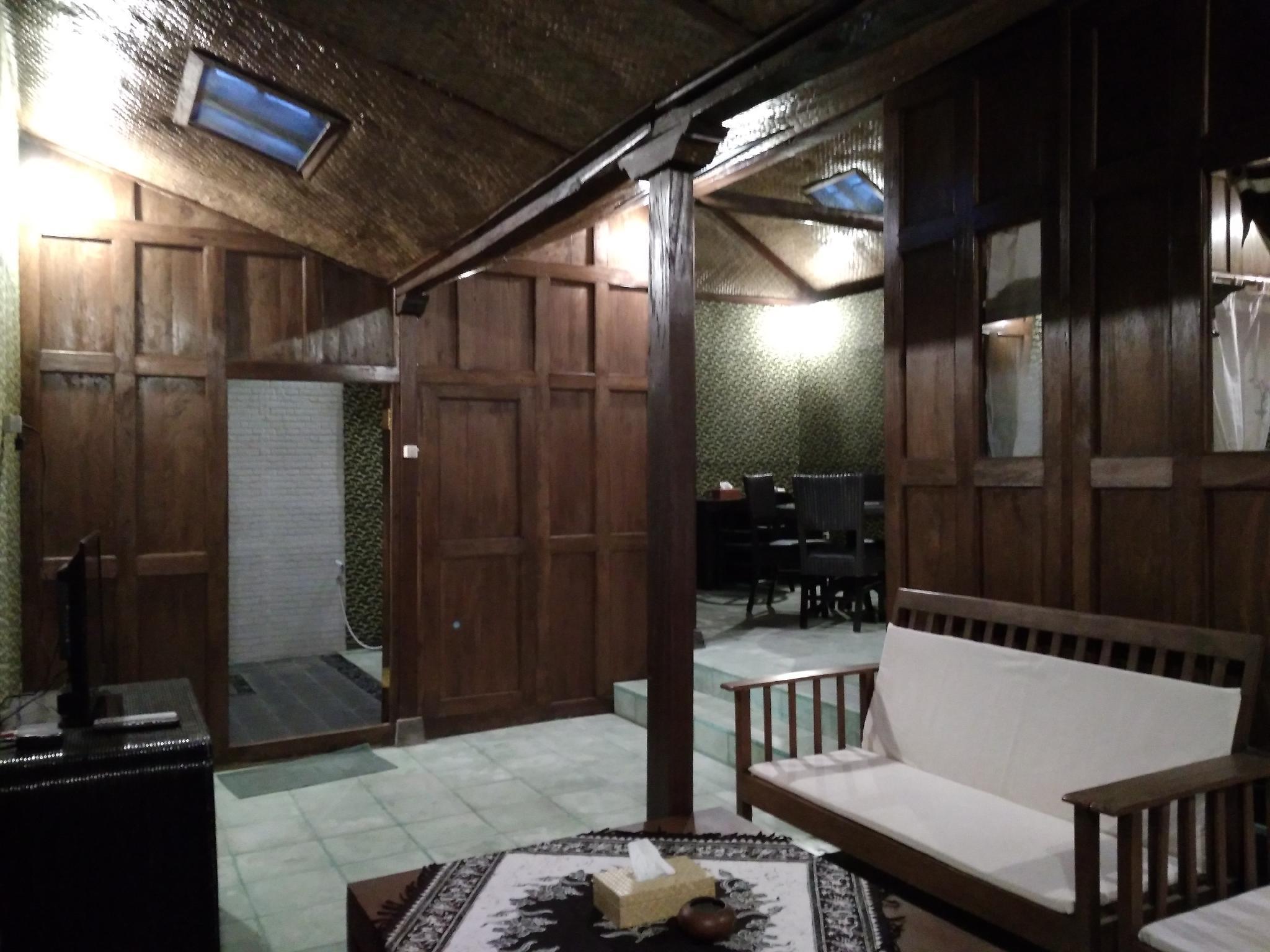 Homestay Tembi   Executive Room With AC 2