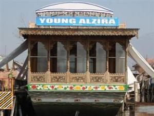 Young Alzira Houseboats