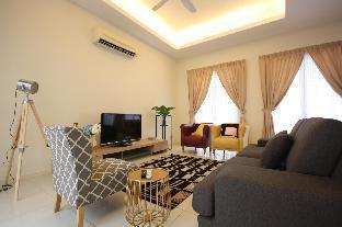 3 Storey Courtyard Luxury Series Straits Quay Medan Kota