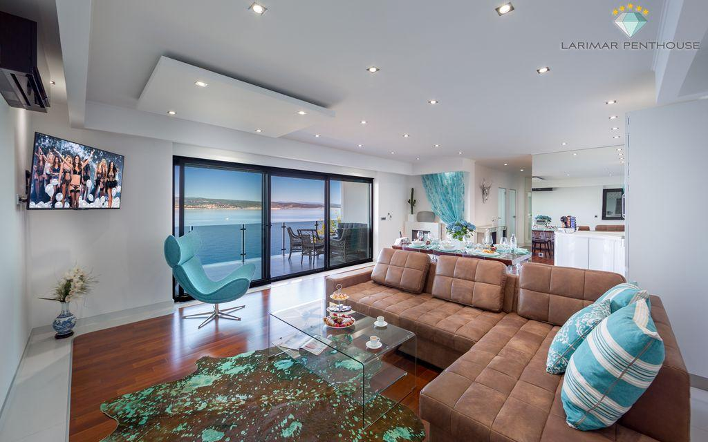LARIMAR PENTHOUSE With A Seaview From All Rooms
