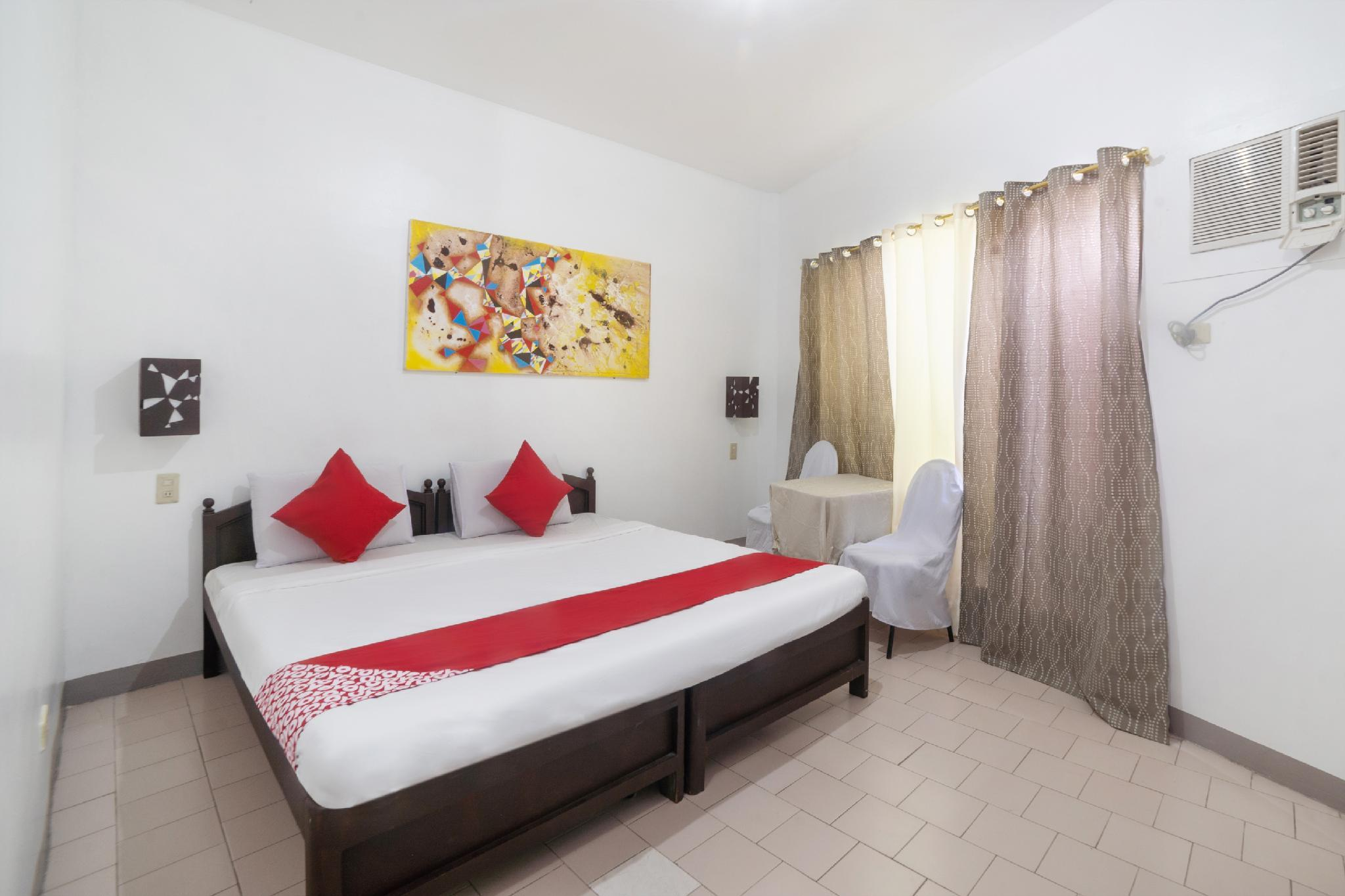 OYO 200 Ponce Suites Art Hotel