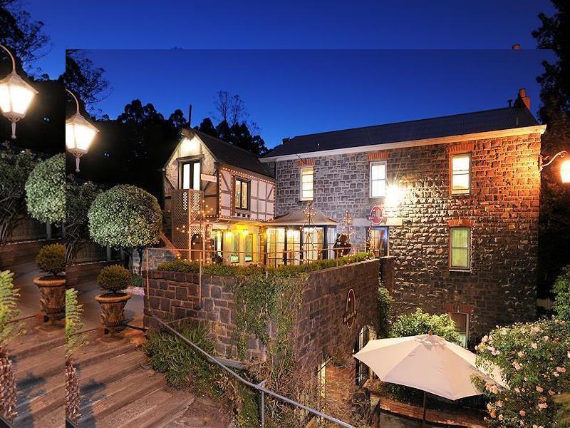 mount dandenong ranges tudor cottages in australia. Black Bedroom Furniture Sets. Home Design Ideas