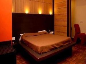 โรงแรมตริมัวติ (Hotel Trimoorti)