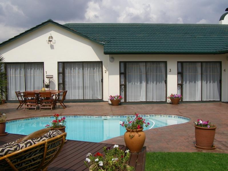 Avon Road Guest House And Tours