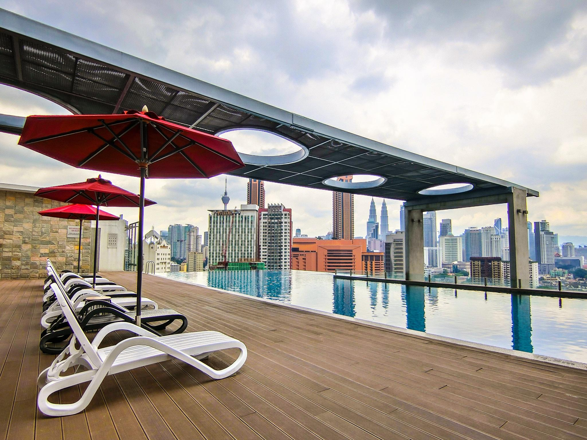 Lavish Suite With Rooftop Pool @ Pudu