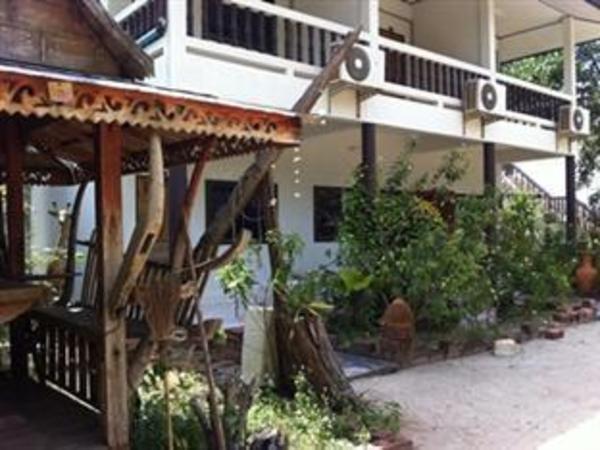 Roong Arun Resort Surat Thani