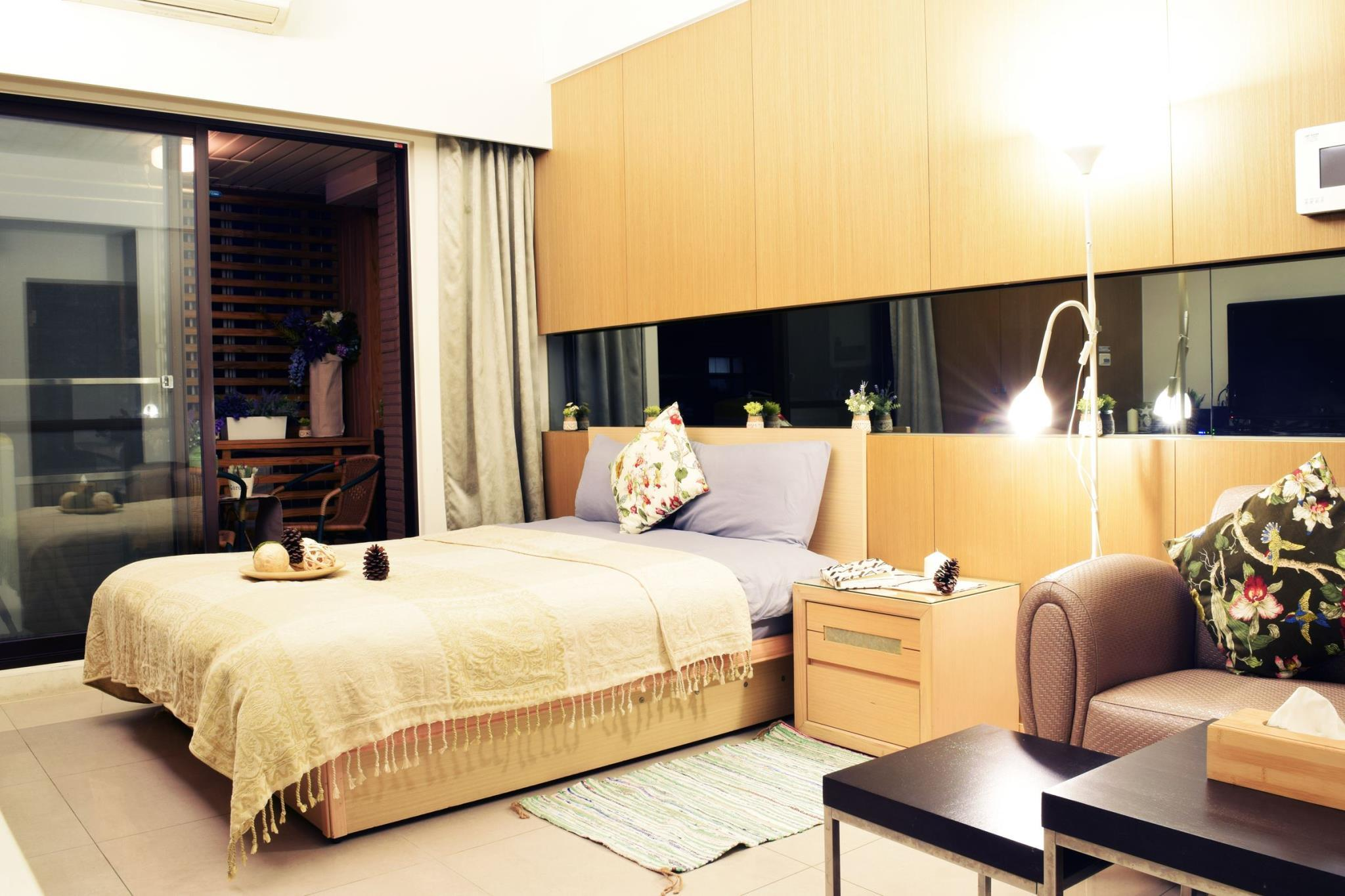 Spacious Double Bed Room With Kitchenette