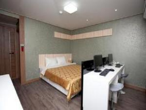 Goodstay Camellia Hotel