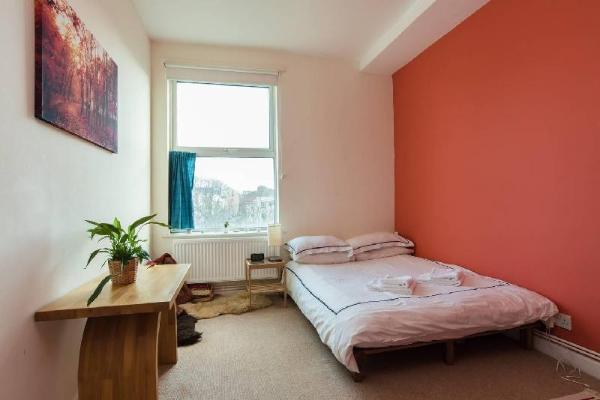 Bright & comfortable central flat Bristol