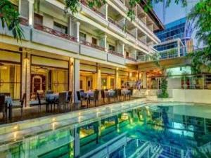 マハラ二 ビーチホテル (Maharani Beach Hotel)