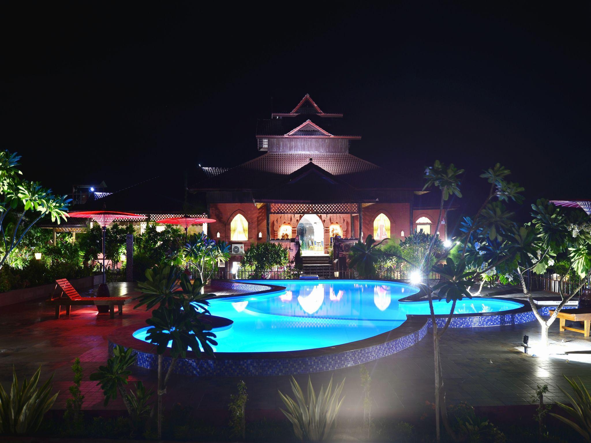 Cherry Bagan Hotel