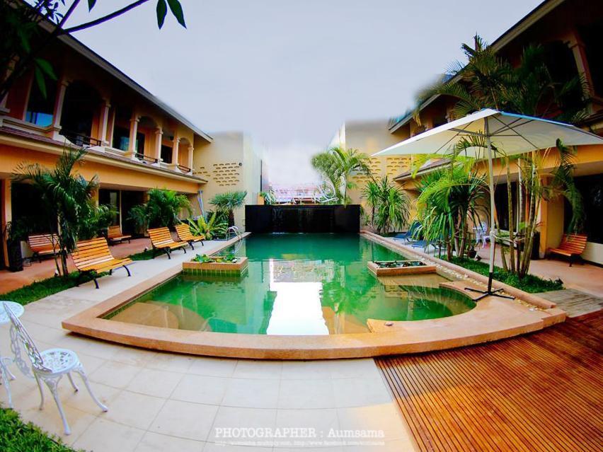 Hotel La Villa โรงแรมลา วิลลา