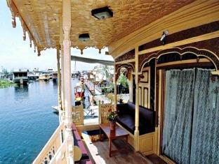 New Lucky Flower Houseboat