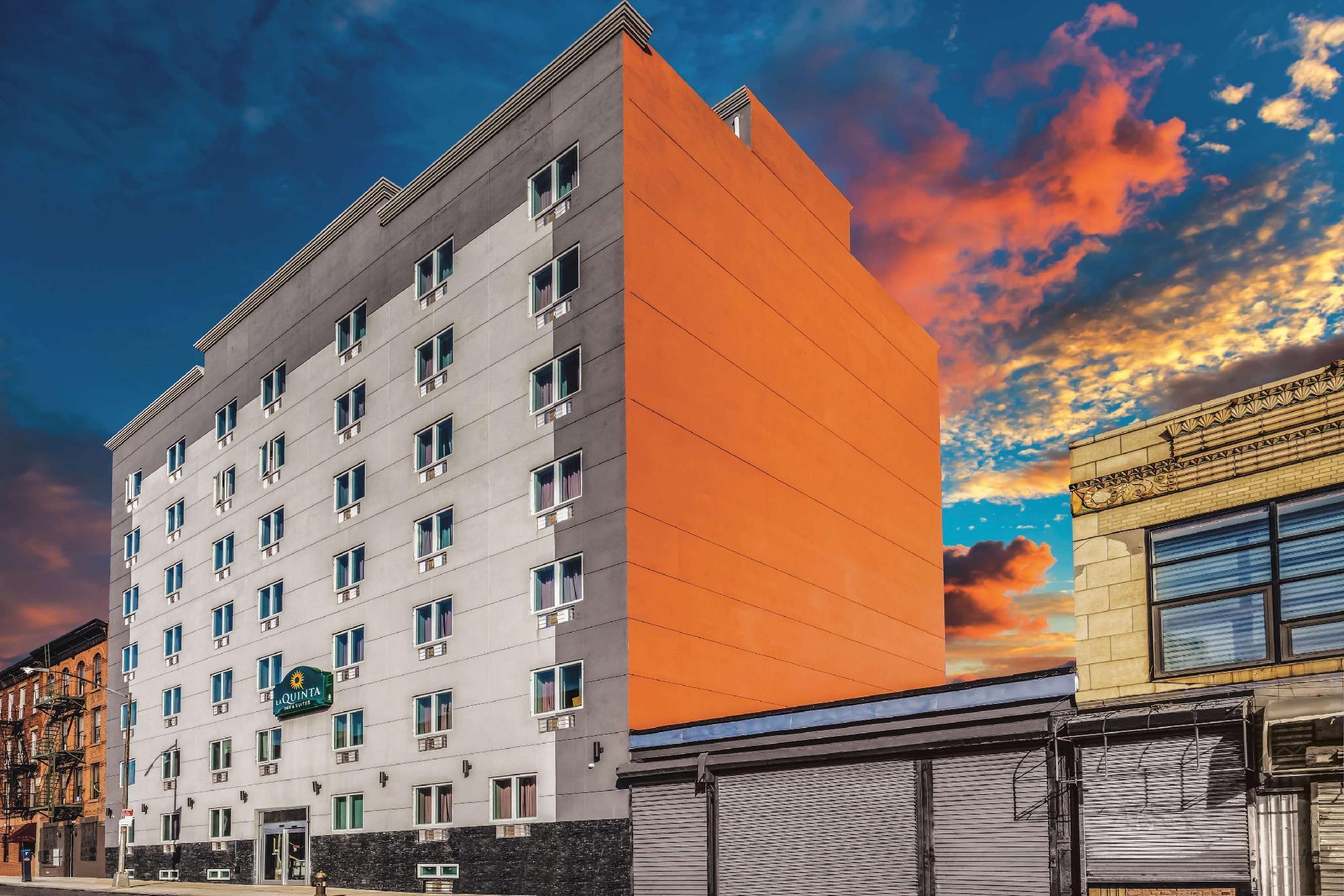 La Quinta Inn & Suites by Wyndham Brooklyn Central