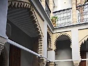 Tentang L'Alcazar Hotel (L'Alcazar Hotel)